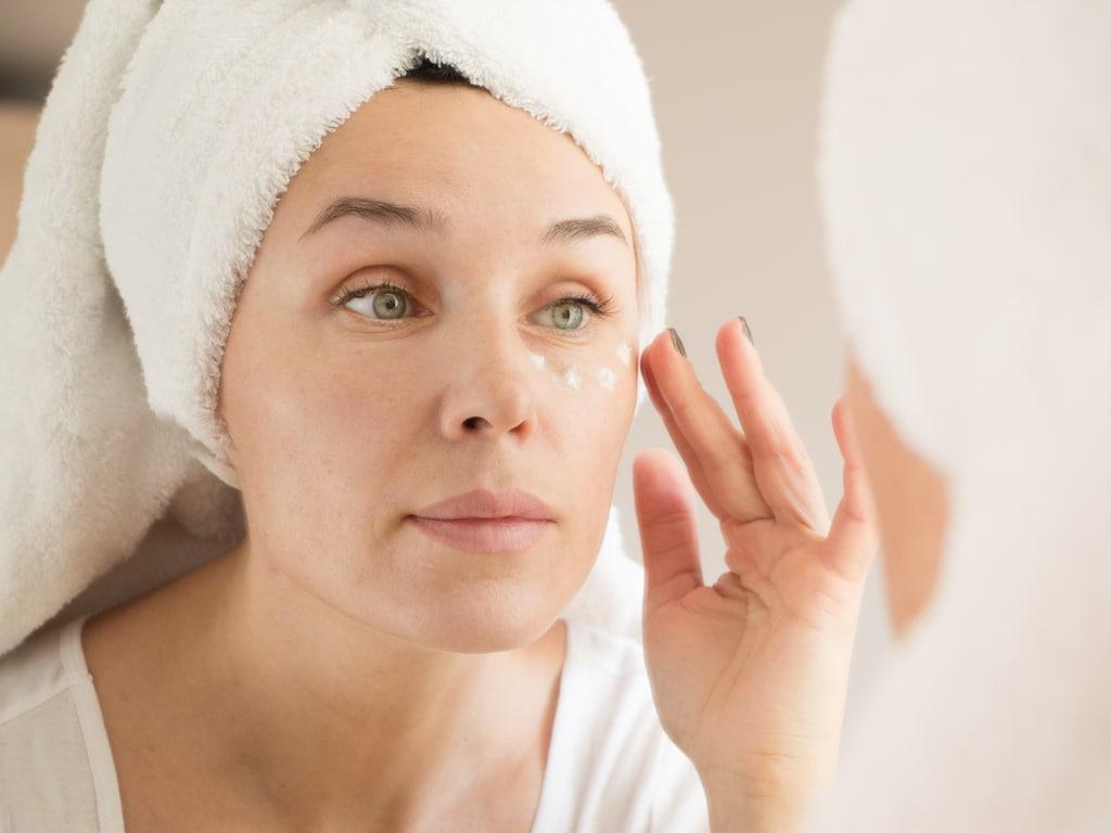 Under_eye_moisturizer