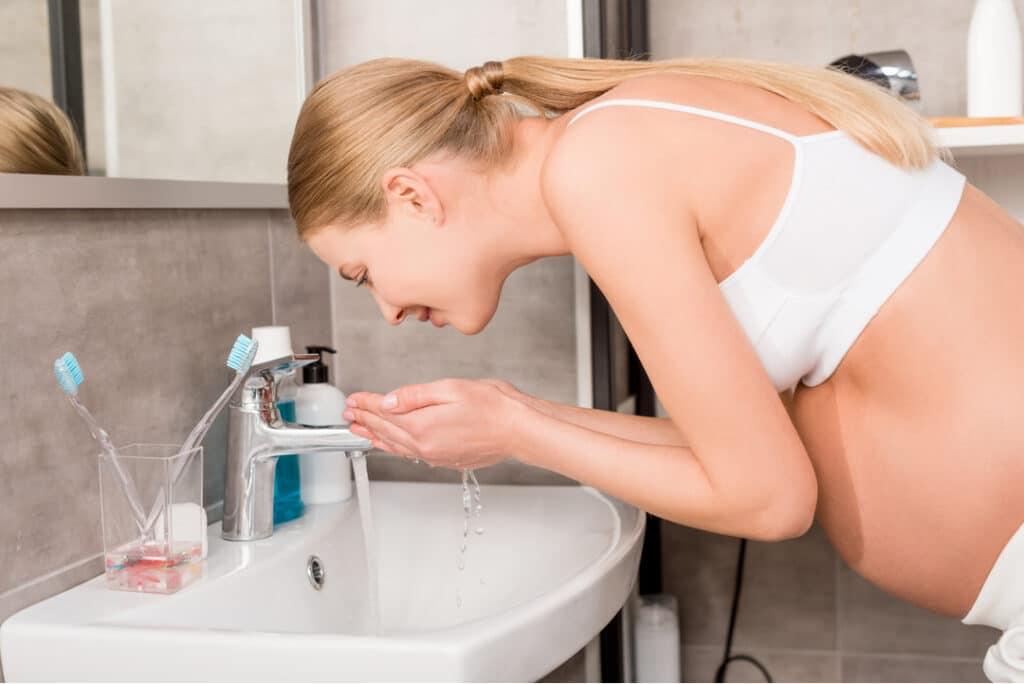 pregnant_woman_washing_face