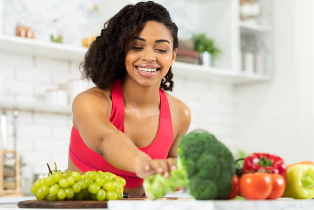 lady_preparing_food