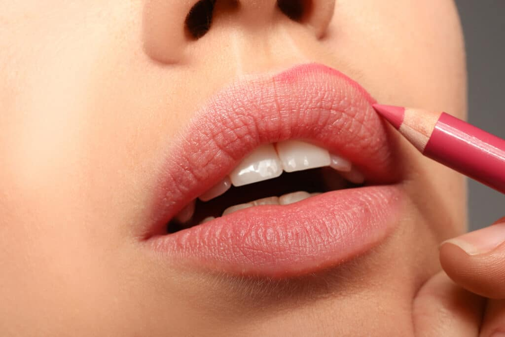Contouring_lips